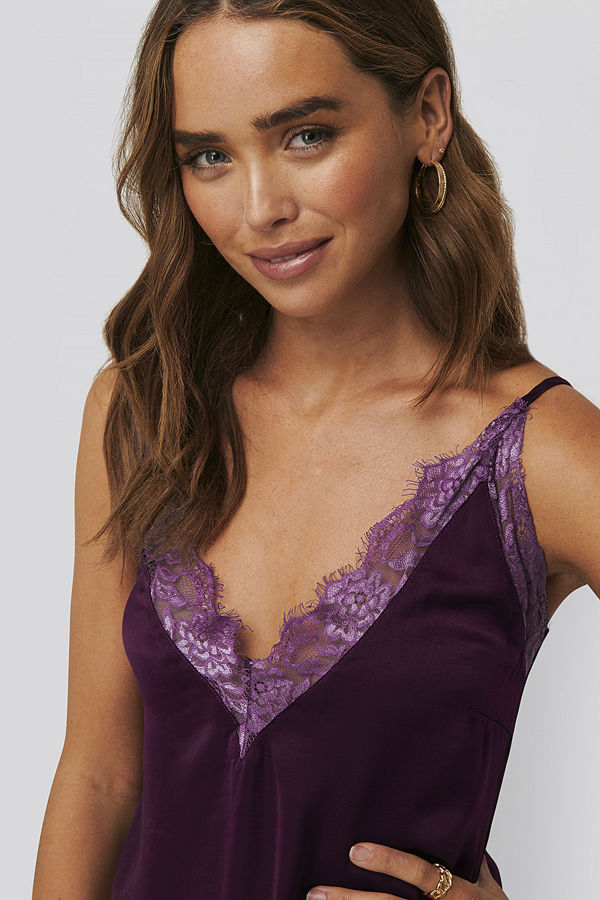 NA-KD Party Deep Front Lace Singlet lila