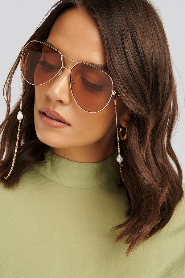 NA-KD Accessories Pearl Sunglass Chain guld