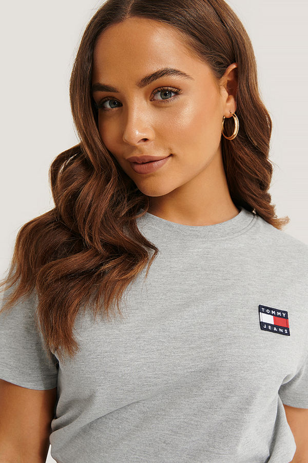 Tommy Jeans Tommy Jeans Badge Tee grå
