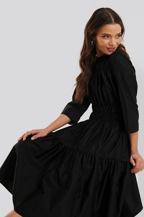 NA-KD Trend Veckad Klänning svart
