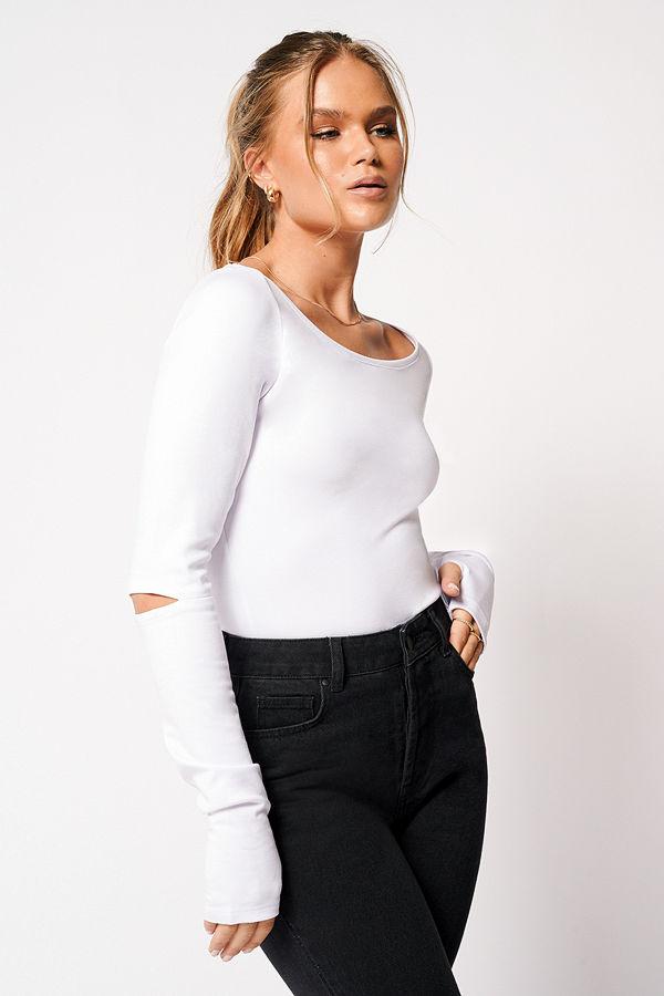 Hanna Schönberg x NA-KD Topp Med Djup Båthalsringning vit