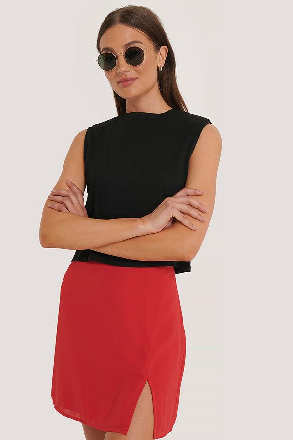 röd kort kjol