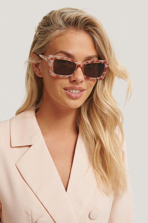 NA-KD Accessories Solglasögon Med Kantig Trapetsbåge beige