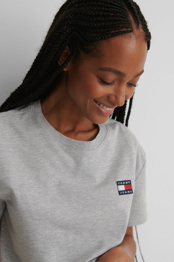 Tommy Jeans Tommy Badge T-Shirt grå