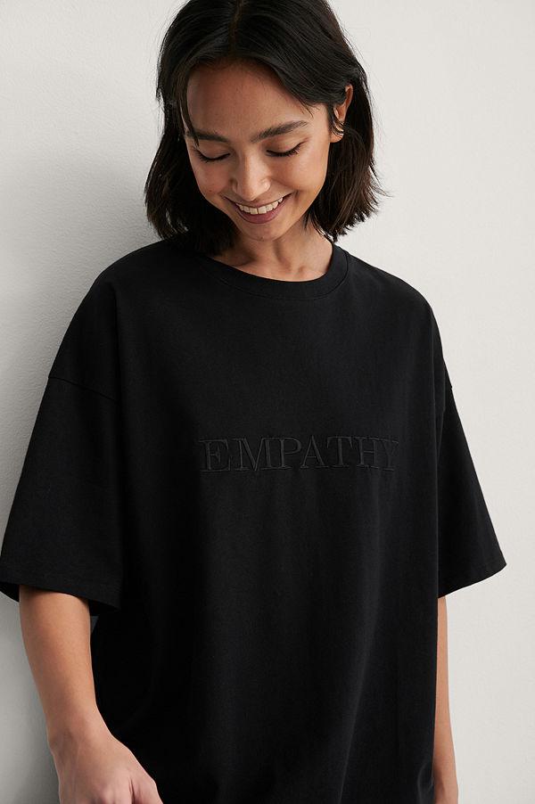 NA-KD Reborn Ekologisk Boxig T-shirt Med Vbroderidetalj svart
