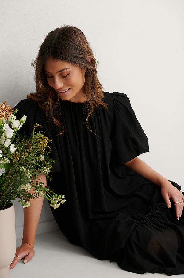 NA-KD Trend Big Puff Sleeve Chiffon Dress svart