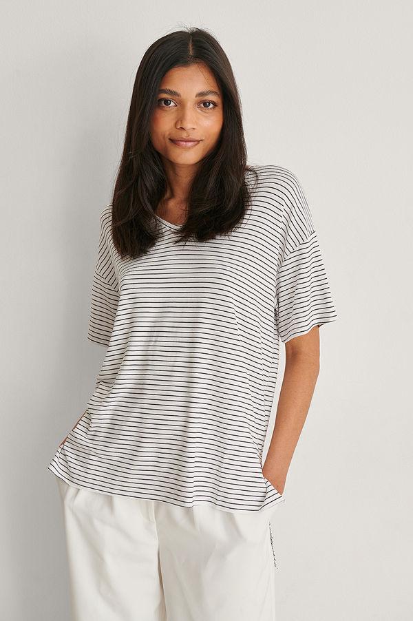 Trendyol V-Ringad T-Shirt I Viskos vit