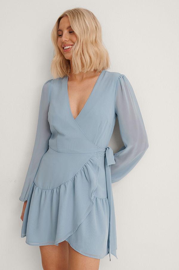 Anika Teller x NA-KD Recycled Omlottklänning Med V-ringning blå