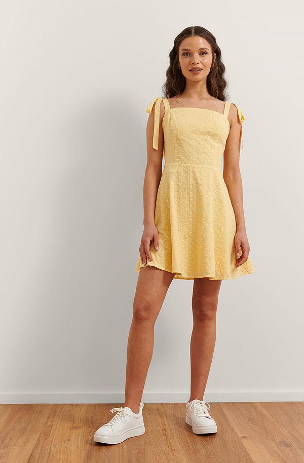Rianne Meijer x NA-KD Broderad Miniklänning gul