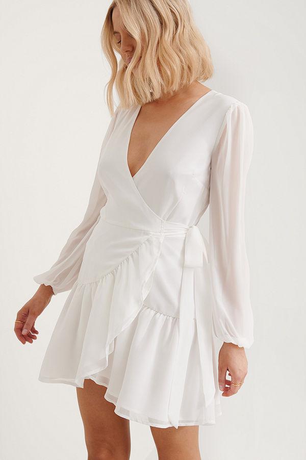 Anika Teller x NA-KD Recycled Omlottklänning Med V-ringning vit