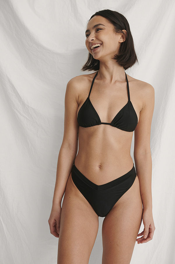 Curated Styles Återvunnen Högt Skuren V-Formad Bikinitrosa svart