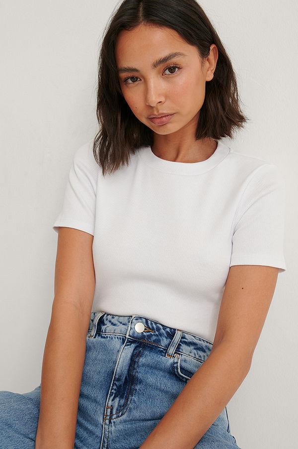 Louise Madsen x NA-KD Ekologisk Bas-t-shirt vit