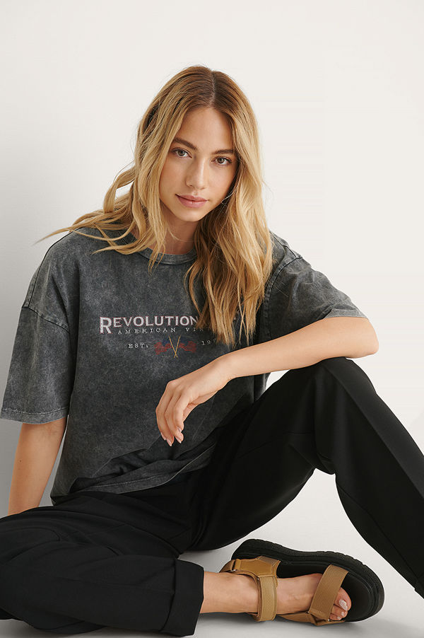 NA-KD Trend Ekologisk T-shirt Med Revolution Tour Tryck grå