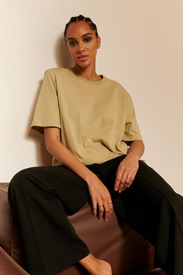 Oumayma x NA-KD Ekologisk T-shirt Med Axelvaddar grön