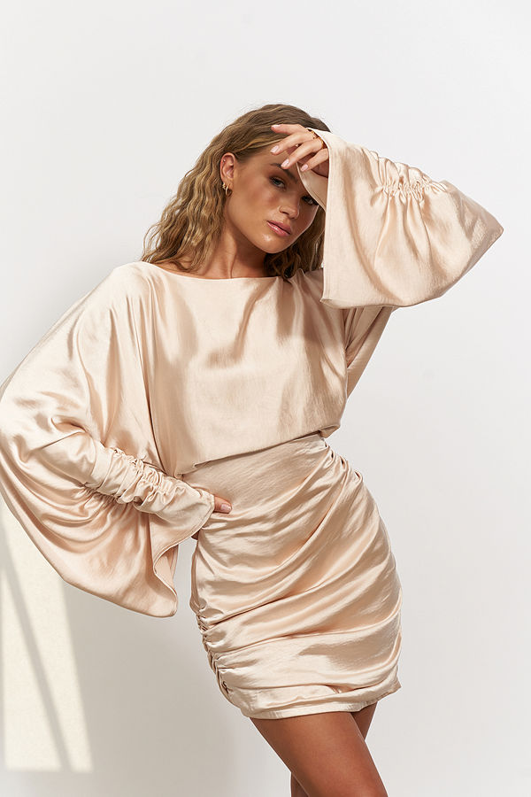 Hanna Schönberg x NA-KD Satinklänning med draperad detail beige