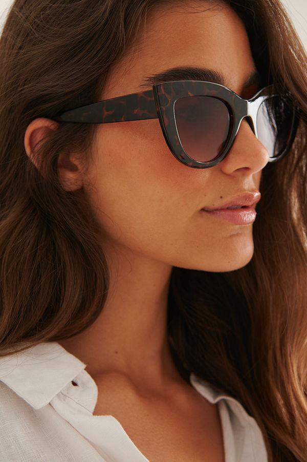 NA-KD Accessories Återvunna Chunky Spetsiga Kattögonformade Solglasögon brun