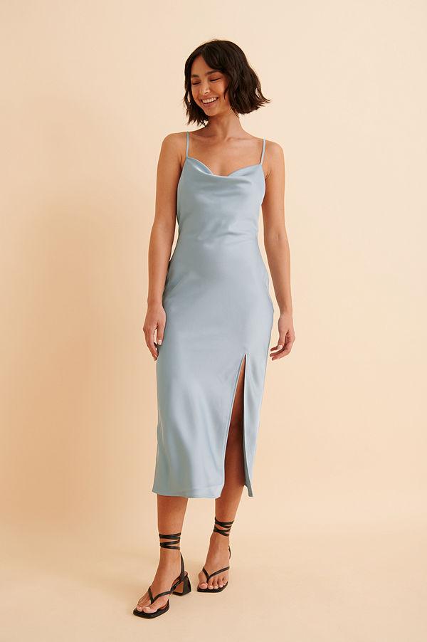Curated Styles Recycled satinklänning med slits blå