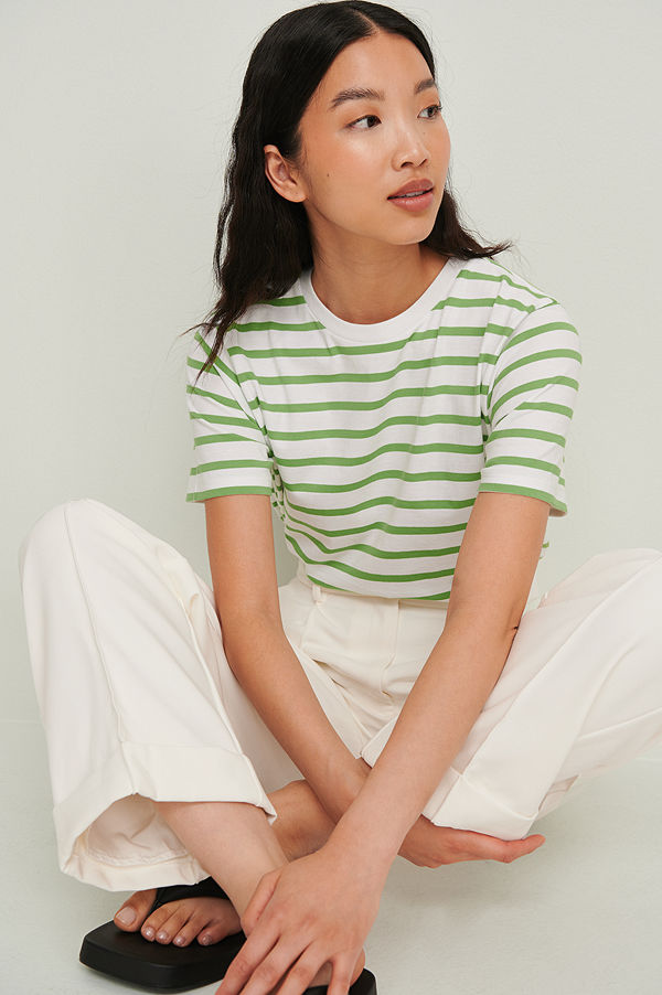 NA-KD Basic Ekologisk Randig Boxig T-Shirt grön