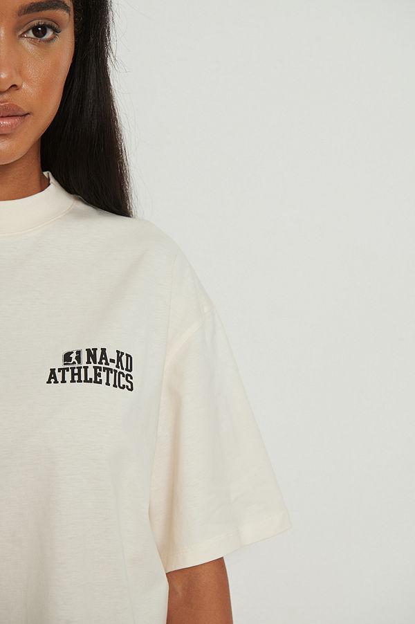 NA-KD Trend Ekologisk oversize T-shirt med hög krage offvit
