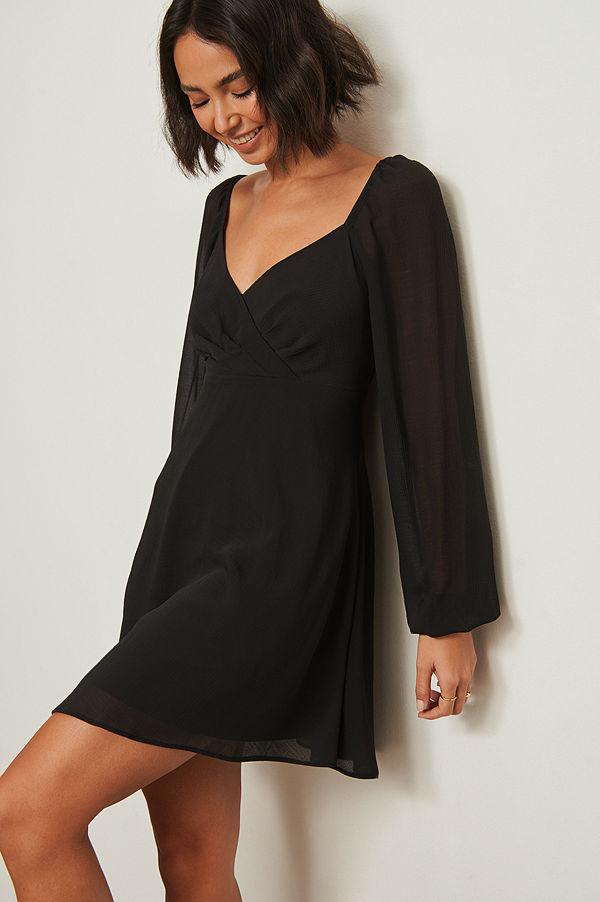 Pamela x NA-KD Reborn Återvunnen klänning med omlottdetalj svart