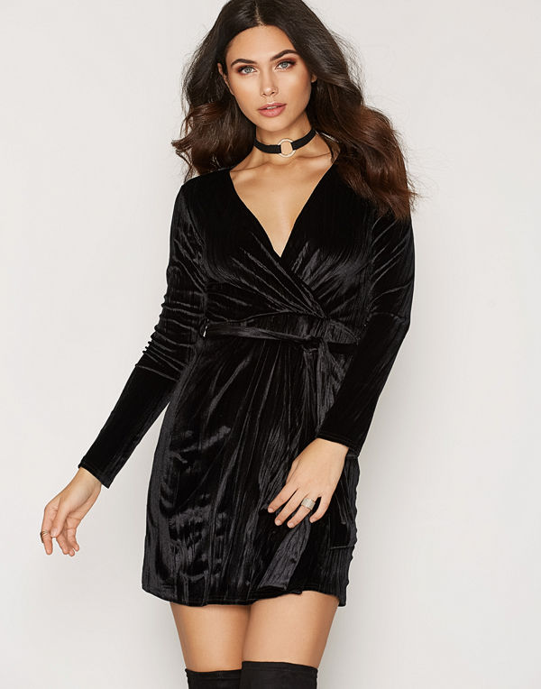 NLY Trend Crushed Velvet Wrap Dress