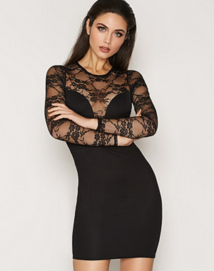 NLY Trend Party Lace Midi Dress
