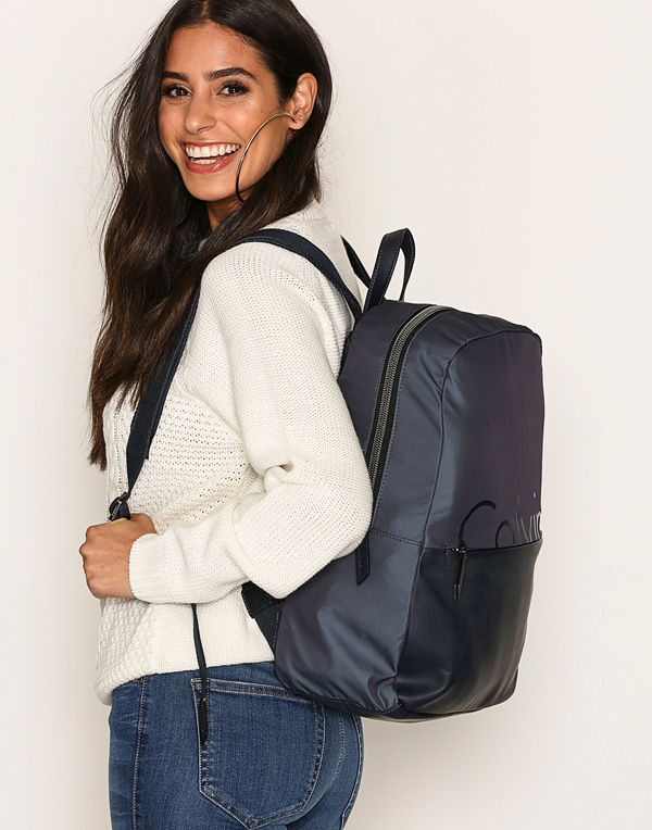 Calvin Klein mörkgrå ryggsäck K60K603774908 Ombre Blue