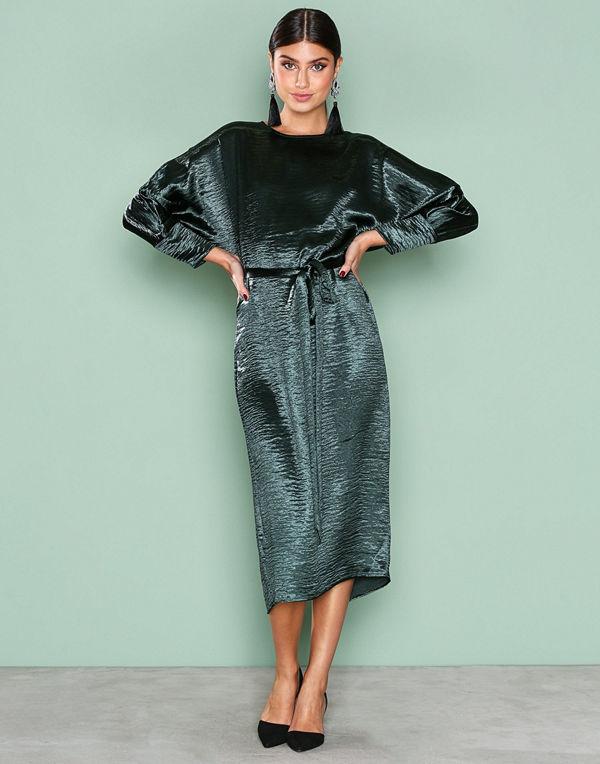 NLY Trend Midi Satin Dress Mörk Grön