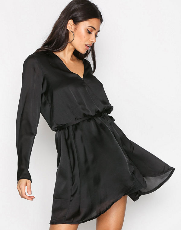 NLY Trend Satin Wrapped Dress Svart