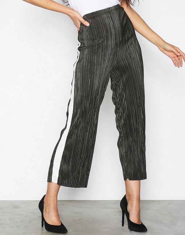 New Look omönstrade byxor Plisse Cropped Side Stripe Trousers Green