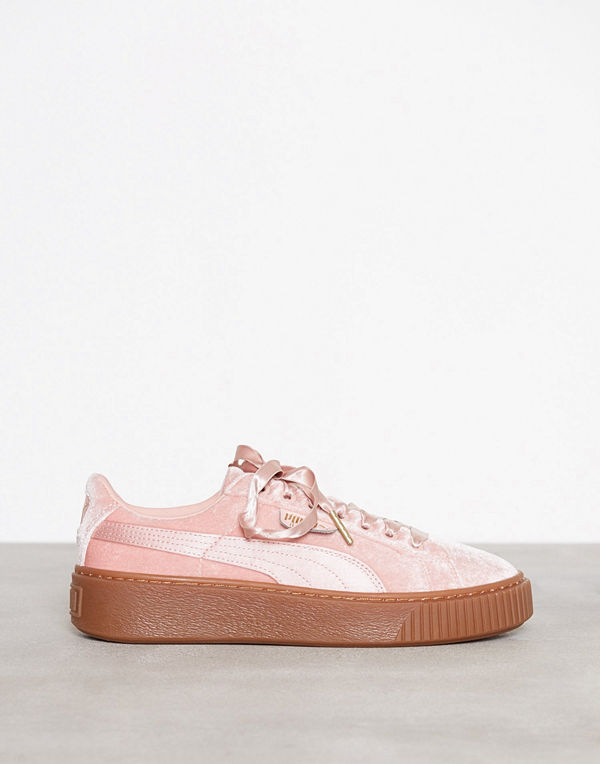 puma basket platform vs rosa sneakers streetskor. Black Bedroom Furniture Sets. Home Design Ideas