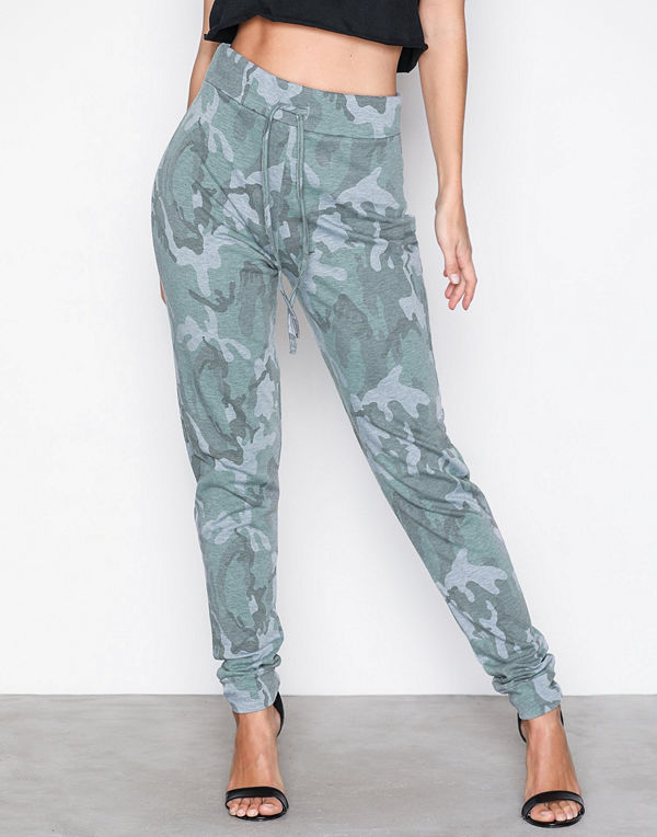 NLY Trend turkosa mönstrade byxor Camo Jogger Camouflage - Byxor ... fa8884aeb96d8