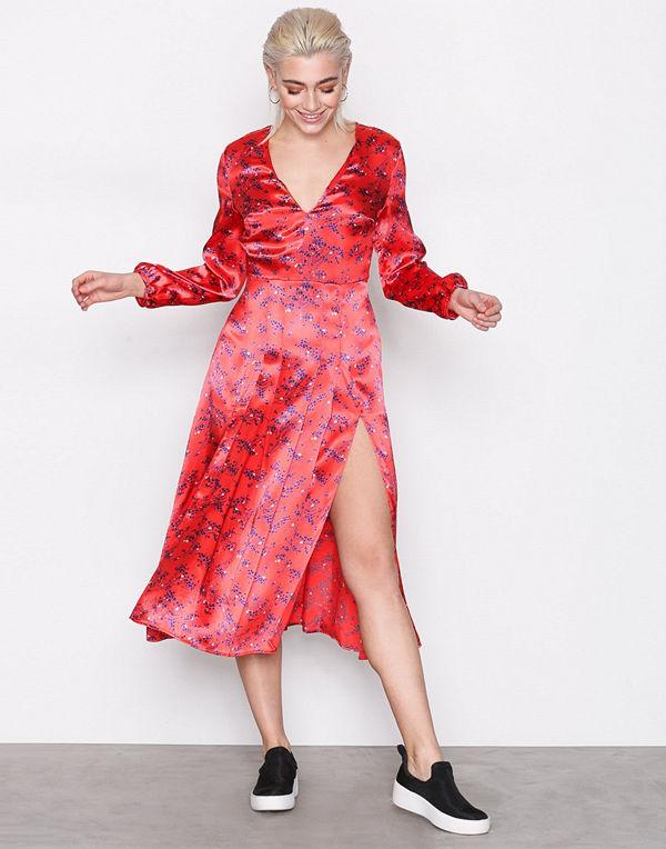 a8c02d7b6b1 Topshop Wispy Floral Print Midi Dress - Klänningar online ...