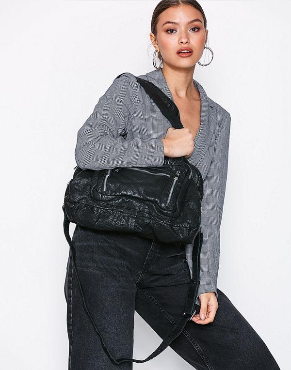NuNoo svart väska Mille Washed Leather