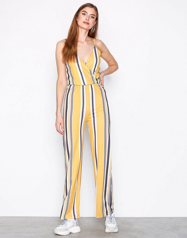 cd5df87661c NLY Trend Strappy Print Jumpsuit Randig - Jumpsuits   playsuits ...
