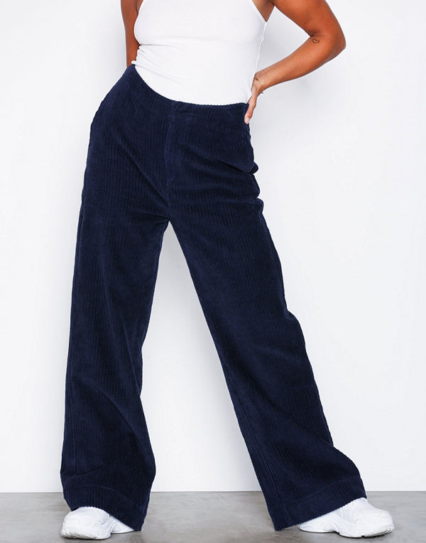 NLY Trend marinblå byxor Wide Corduroy Pants Navy