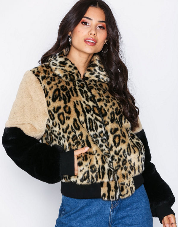 NLY Trend mönstrad bomberjacka Fur Patch Bomber Leopard