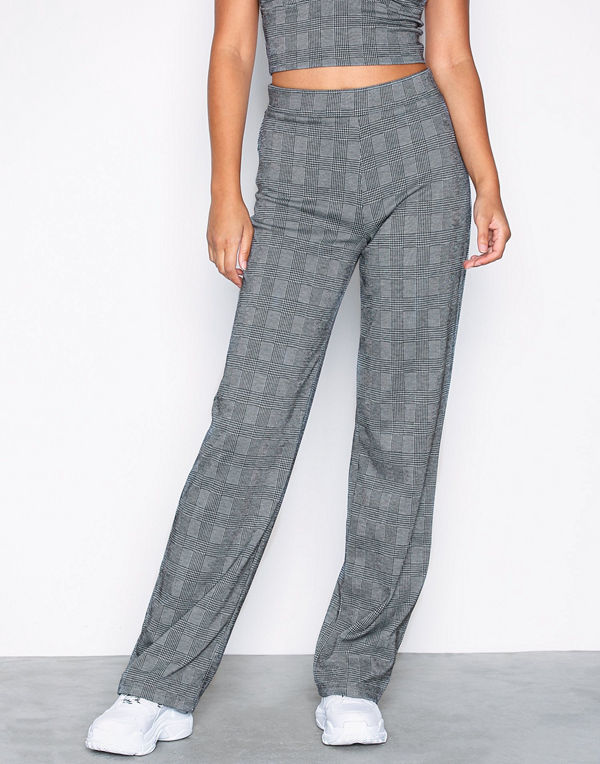 NLY Trend grå rutiga byxor Check Pants - Byxor online - Modegallerian a01ca9755168c
