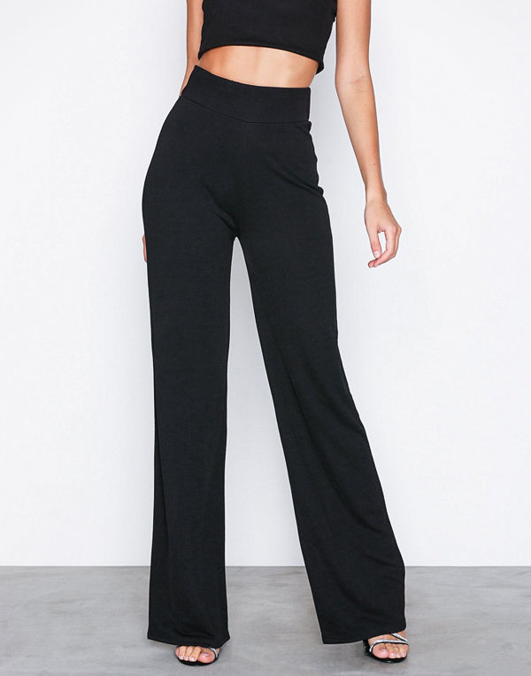 NLY Trend svarta byxor Crepe Straight Pants Svart - Byxor online ... 348a4740aa6e8