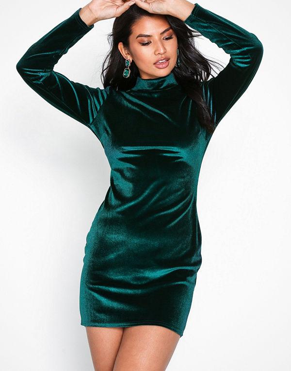 Mode för kvinnor Kläder Klänningar Mörkgröna klänningar. NLY Trend Velvet  Polo Dress a06b405ee58fe