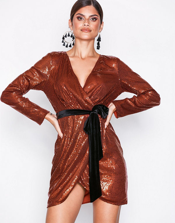NLY Trend Sequin Sparkle Dress Rostbrun