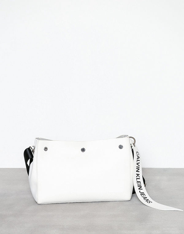 Calvin Klein Jeans vit axelväska Logo Banner Shoulder Bag
