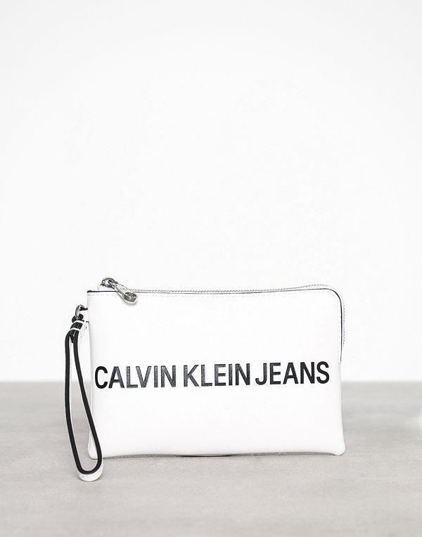 Calvin Klein vit kuvertväska Sculpted Logo Mini Wristlet