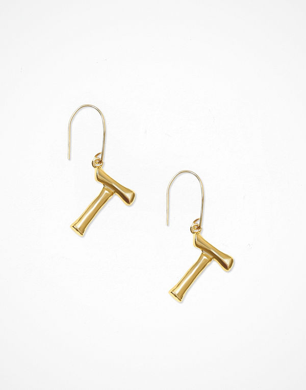 NLY Accessories smycke Bamboo Letter Earrings T