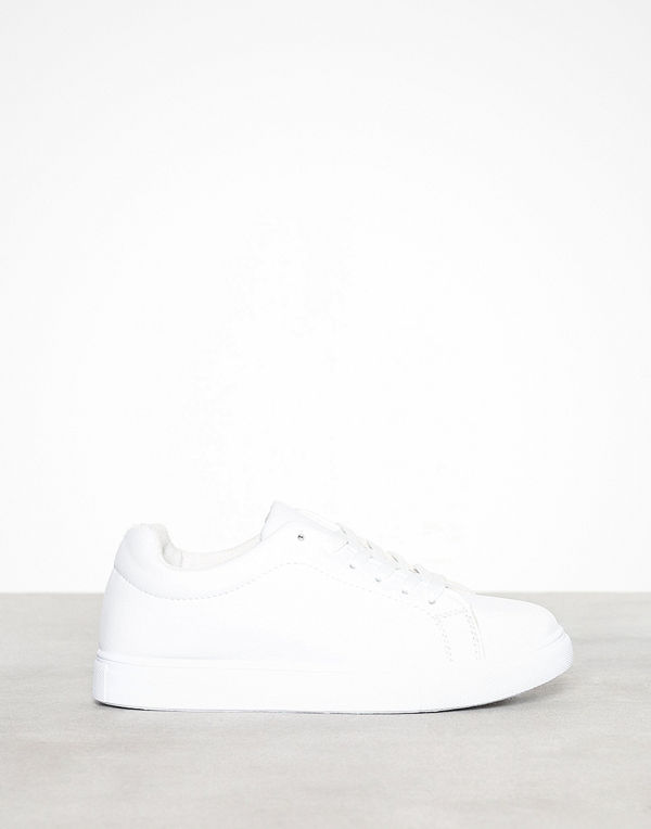 Missguided Solid Colour Lace Up Trainer
