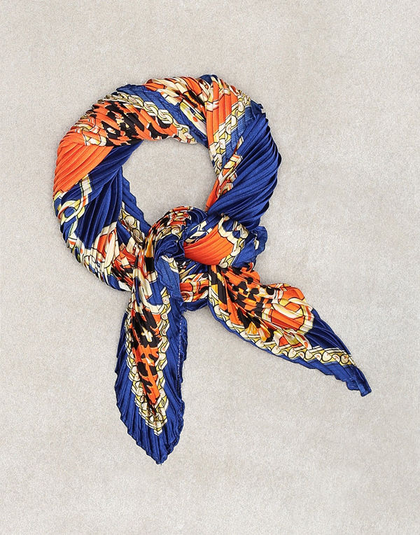 Sisters Point Chain Scarf