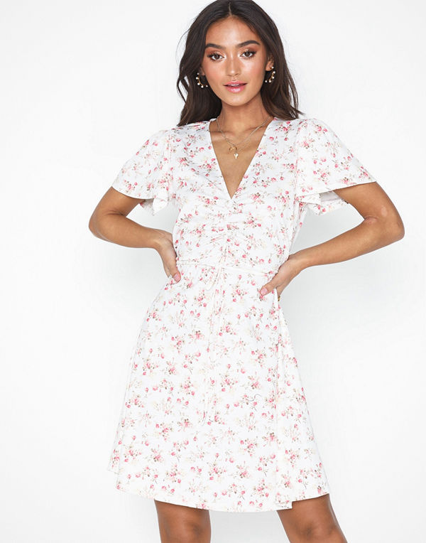 NLY Trend Sweet Flower Dress