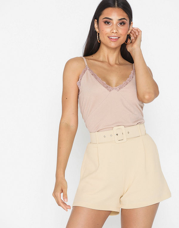 NLY Trend Tailored Belt Shorts