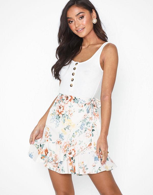 NLY Trend Short Frill Skirt