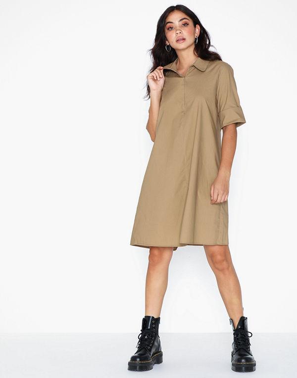 Sisters Point Vini Dress Klänningar online Modegallerian